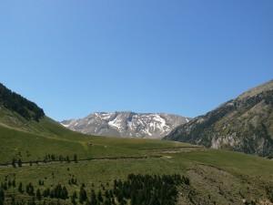 Cerler. Al fondo los montes de Castanesa