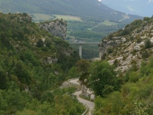 Egea. Nuevo viaducto y antigua carretera