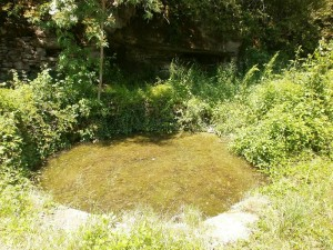 Lavadero en la fuente de Laspuña, en el camino de Betorz a Lecina. Antiguamente había un tejar muy cerca de aquí