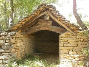 Típica edificación de piedra, camino de Lecina