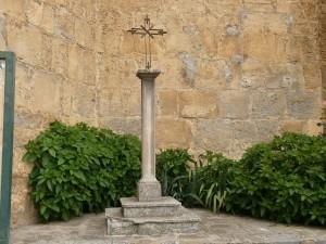 Boltaña. Cruz Iglesia de San Pedro