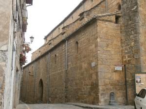 Boltaña. Portal de entrada a la iglesia de San Pedro