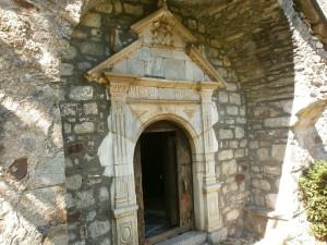 Sos. Portico de entrada a la iglesia de San Andrés