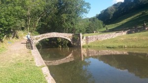 Laspaúles. Puente de piedra sobre el río Isábena