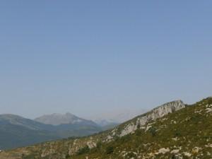 La Tana. Serrat Negre. Al fondo montes de Gabás y de Chía