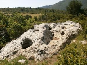 Bonansa. Piedra de las nueve cadollas