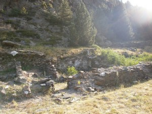 Los Llanos de Hospital. Ruinas del antiguo edificio