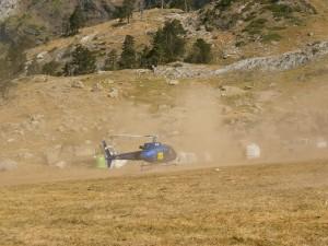 Pla d'Estañ. Un helicóptero