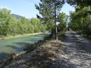 Tierra de Biescas. Escollera en el río Gállego