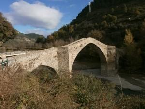 Besians. Puente sobre el río Ésera