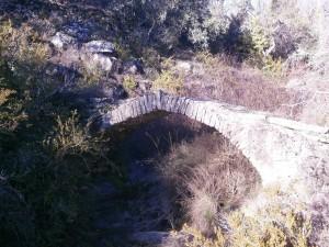 Perarrúa. Puente de subida al poblado de San Martín