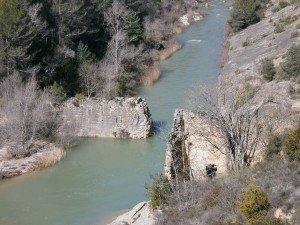 Río Alcanadre. Antiguo azud de piedra para un molino