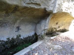 Abrevadero excavado en la roca entre Bespén y Blecua