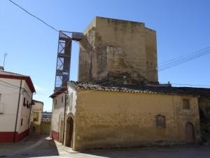 Blecua. Iglesia-fortaleza Santa Ana. Castillo