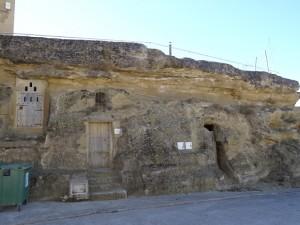 Blecua. Bodegas excavadas en la piedra