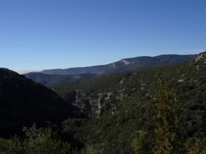 Las Gargantas. Al fondo el cerro de Quizáns