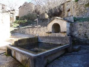 Biascas de Obarra. Fuente y lavadero