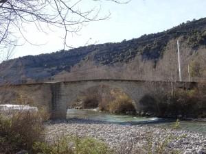 La Puebla de Roda. Puente sobre río Isábena