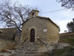 Güel. Iglesieta Casa Tres Pueyos