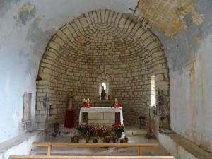 Güel. Interior ermita Virgen de las Rocas