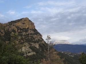Güel. Vista del Turbón desde la ermita