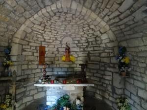Interior ermita de Pedrui