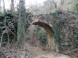 La Tosquilla. Puente de piedra tosca