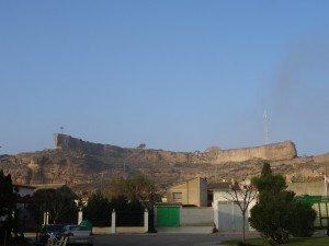Alberuela de Tubo. Antiguo castillo en la cresta