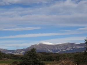 Una vista del Tozal de Guara desde la ermita