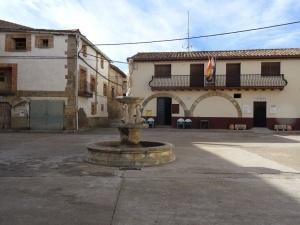 Ibieca. Plaza y Ayuntamiento