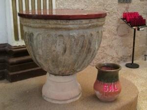 Peralta de la Sal. Pila bautismal