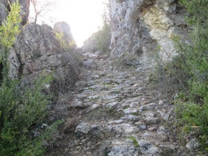 Camporrells. Camino de la ermita