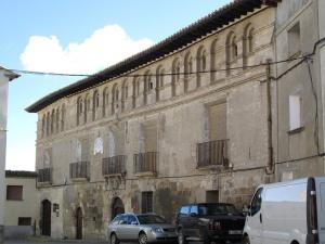 Fonz. Casa-Palacio Barones de Valdeolivos