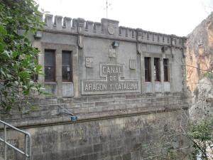 Casa de control de compuertas Canal de Aragón y Cataluña