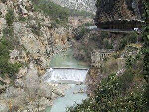 Original azud de derivación del Canal de Aragón y Cataluña