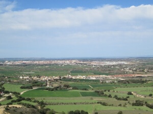Huesca, al fondo. Tierz en primer lugar