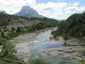 Río Bellós. Puyarruego. Al fondo Peña Montañesa
