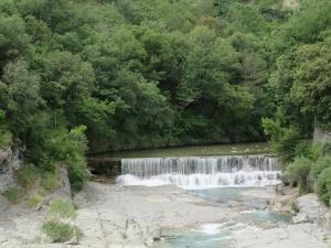 Río Bellós. Azud molino de Puyarruego