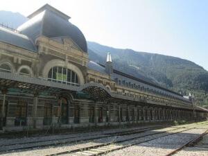 Canfranc Estación-Los Arañones. Estación del tren