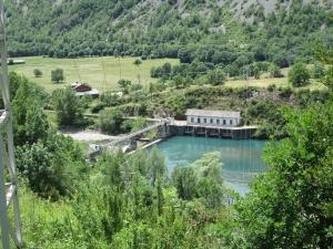 Sesué. Central hidroeléctrica