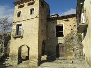Montañana. Ayuntamiento y capilla