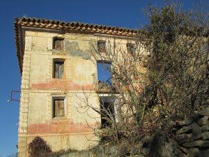 Caballera. Edificio en ruinas