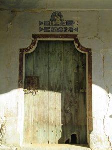 Caballera. Puerta de entrada iglesia de San Martín