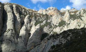 Verticales paredes de piedra