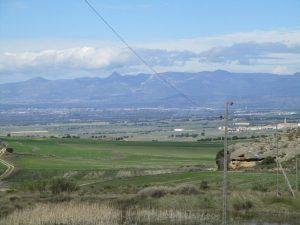 Piracés. Al fondo Huesca, con el pico Gratal