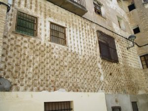 Tamarite de Litera. Curiosa fachada