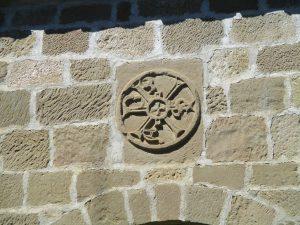 Casbas de Huesca. Crismón ermita Ntra. Sra. de Bascués