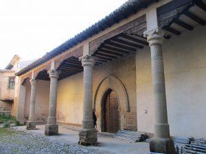 Casbas de Huesca. Plazuela de la portería del Monasterio