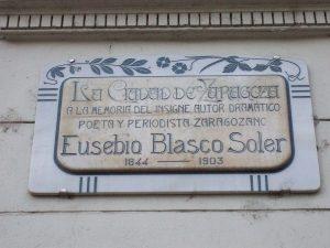 (Wikipedia). Placa en el Teatro Principal de Zaragoza