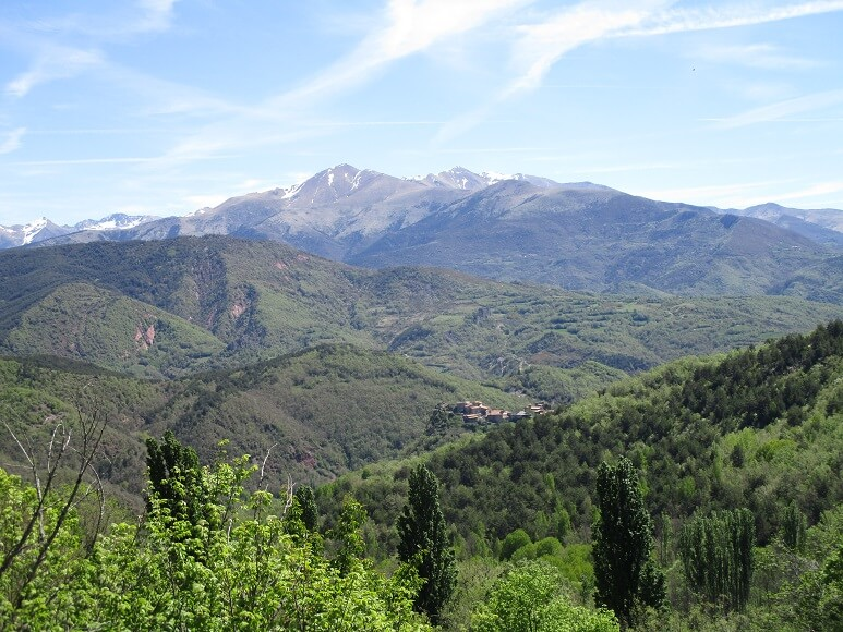 Castarné en el fondo. Buena vista del valle de Barrabés